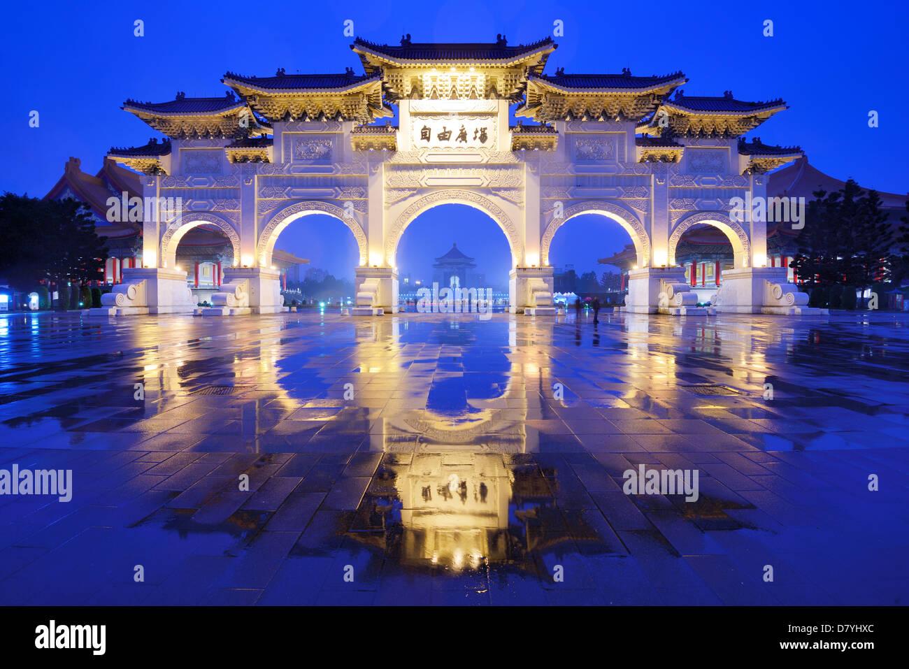 Arches à la place de la liberté à Taipei, Taiwan. Photo Stock