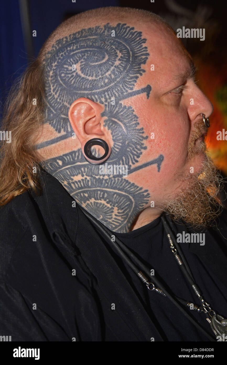 Paul Booth Un Homme Avec Des Tatouages Visage A La 16e Convention De