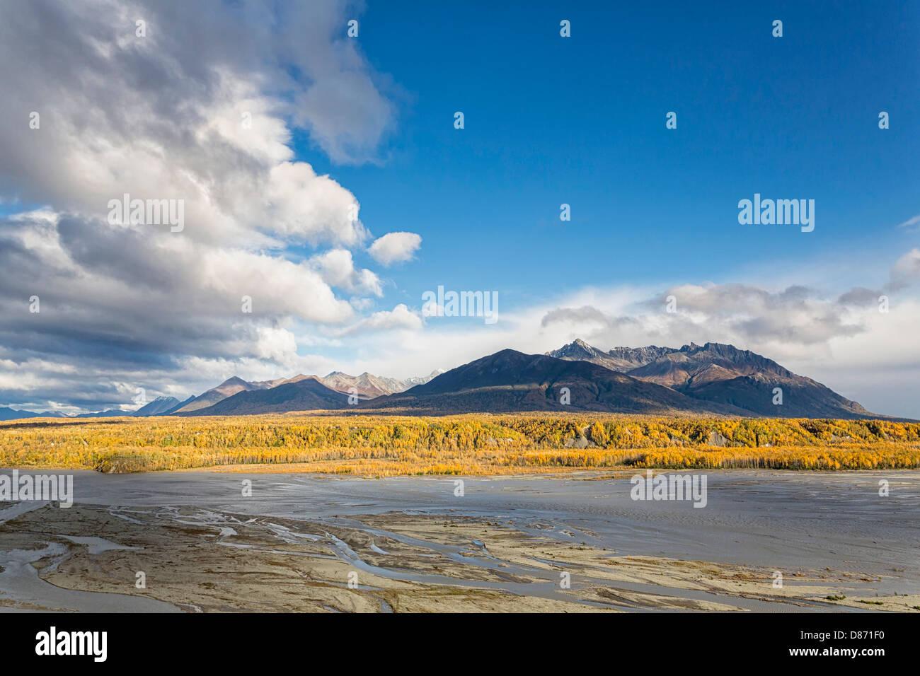 USA, Alaska, vue de la rivière Matanuska et Lazy Mountain Photo Stock