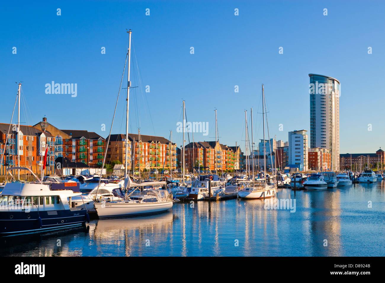 Quartier maritime de Swansea Swansea Swansea au Pays de Galles au crépuscule Marina Photo Stock