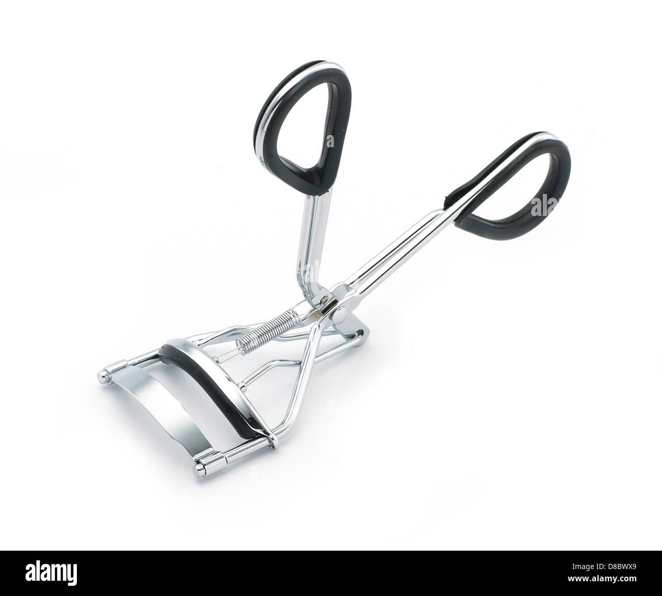 Silver et black metal eyelash curlers cut sur un fond blanc Photo Stock