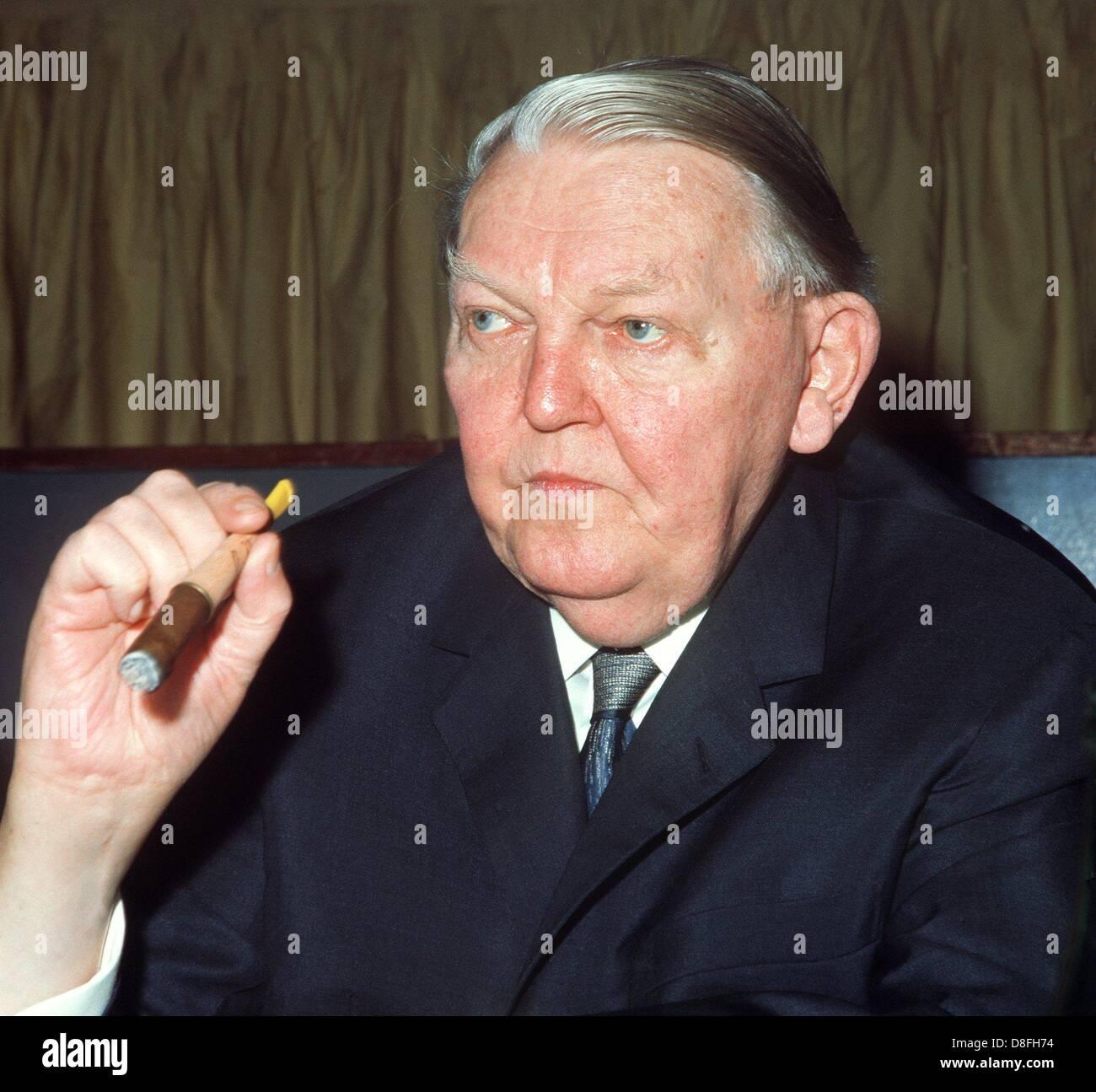 """Le """"père du miracle économique allemand Ludwig Erhard"""" au cours de la CDU conférence en novembre 1969 à Mayence. Banque D'Images"""
