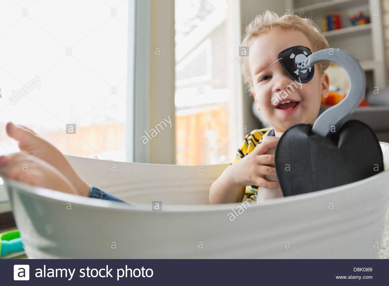 Portrait de petit garçon habillé en pirate Photo Stock