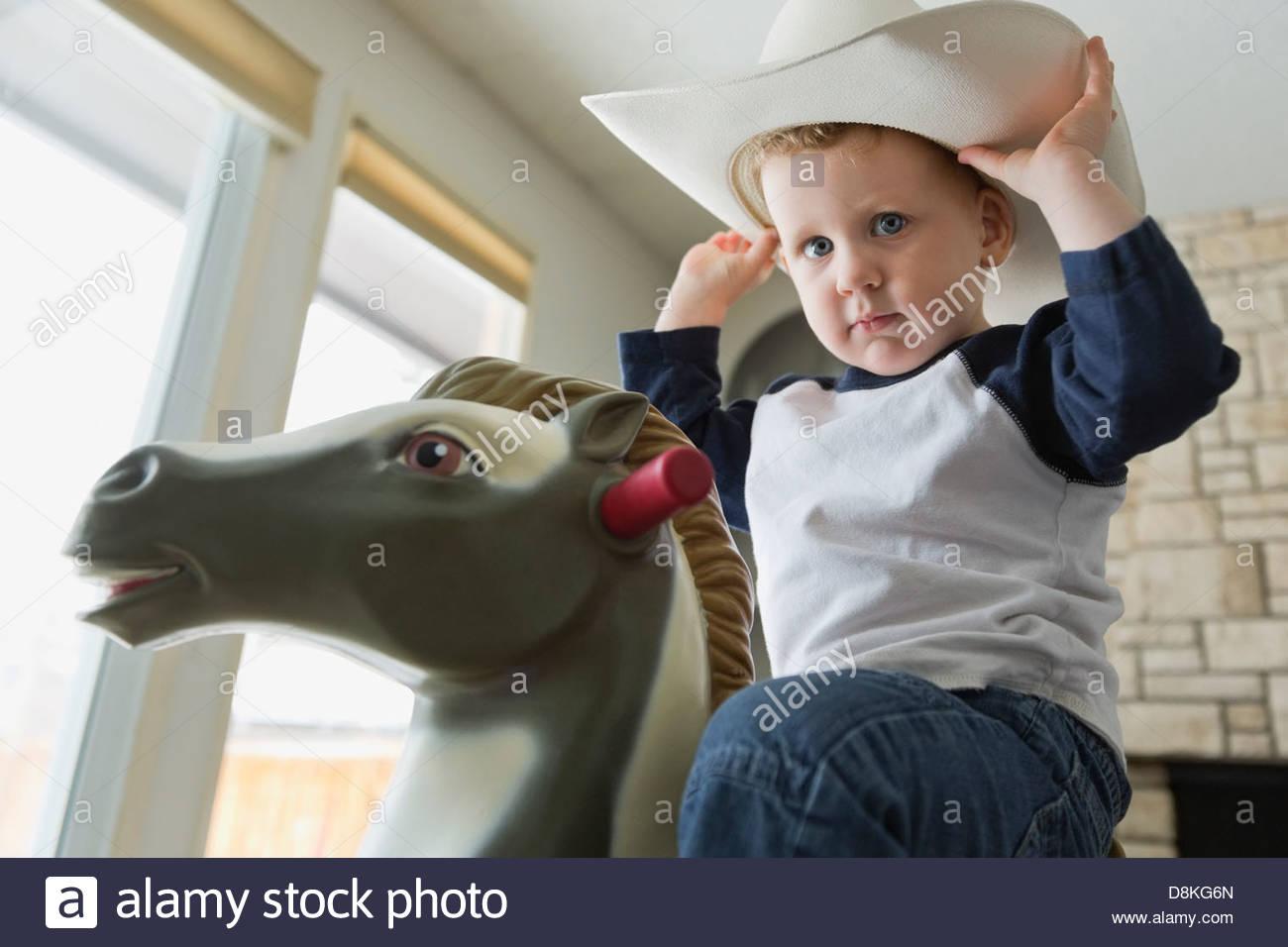 Portrait de petit garçon habillé en cowboy Photo Stock