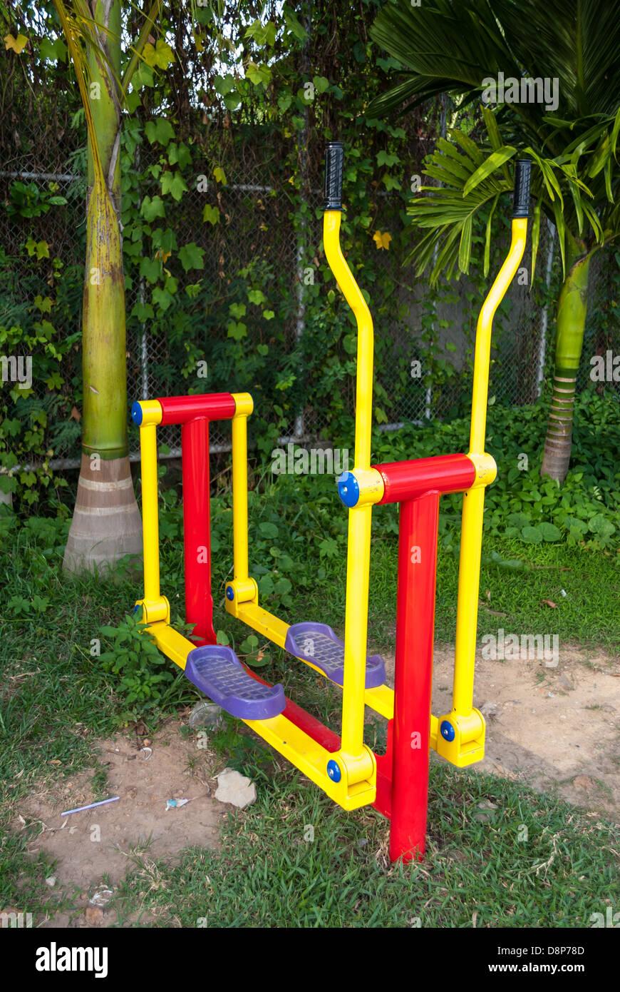 L'exercice de la machine en parc public. Photo Stock