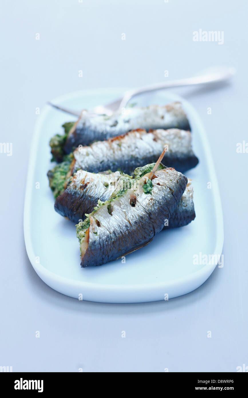 Sardines grillées farcies au beurre d'escargot Banque D'Images