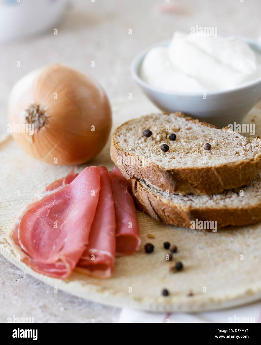Ingrédients pour une tarte alsacienne Photo Stock