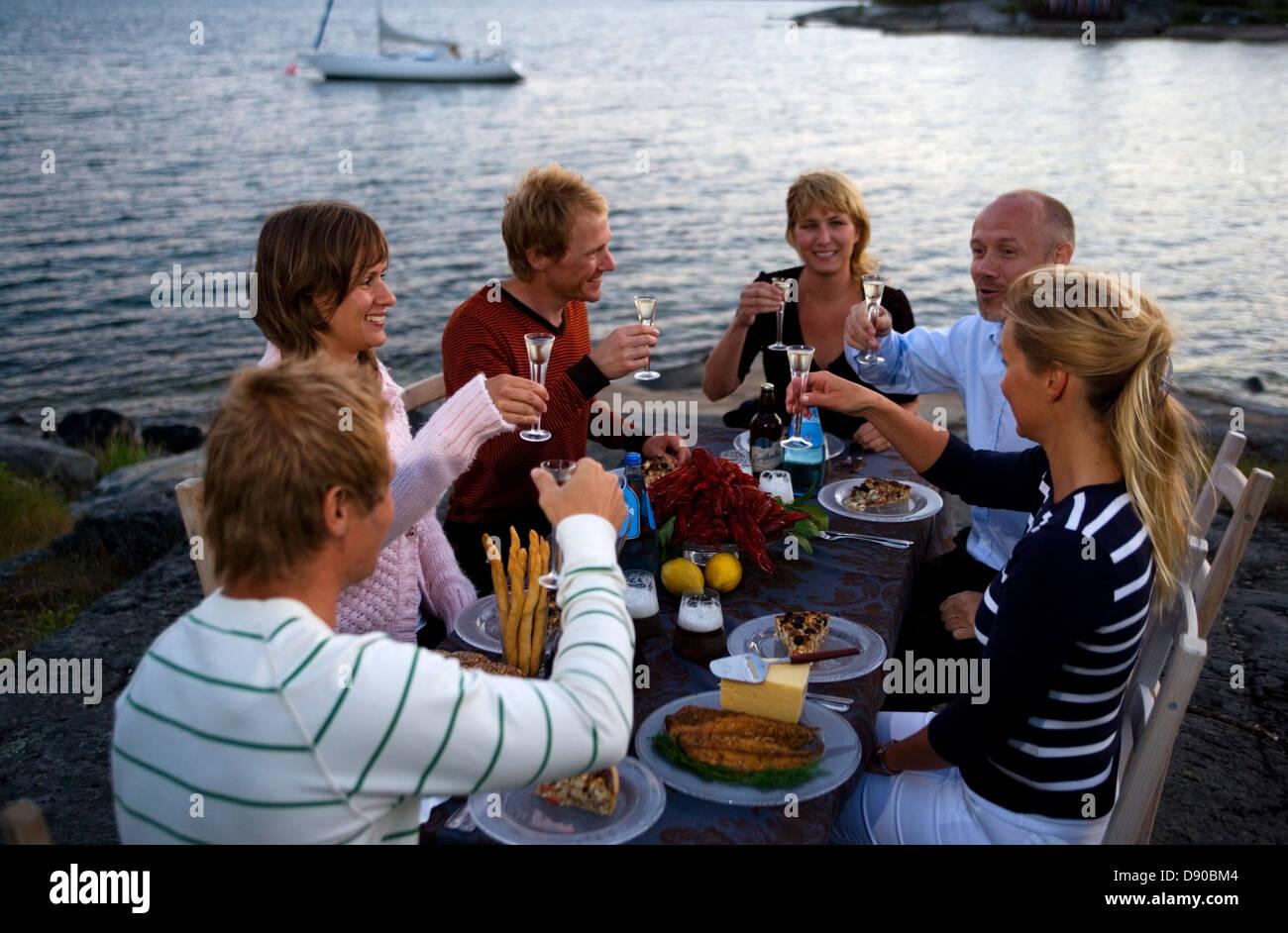Party des écrevisses, Fejan, archipel de Stockholm, Suède. Banque D'Images