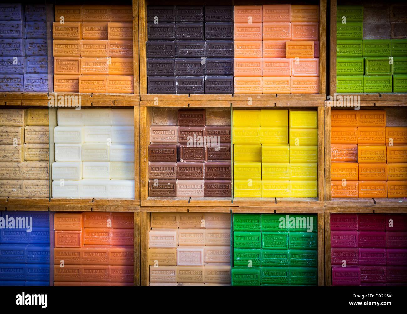 Les savons typiques de Marseille, Provence, à un marché dans le vieux Nice Photo Stock