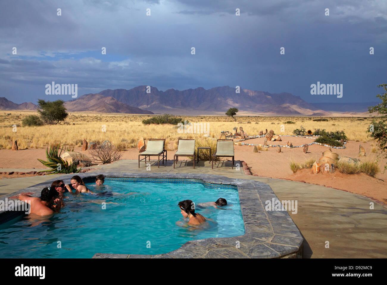 Piscine du Desert Camp, Sesriem, Désert du Namib, Namibie, Afrique Photo Stock