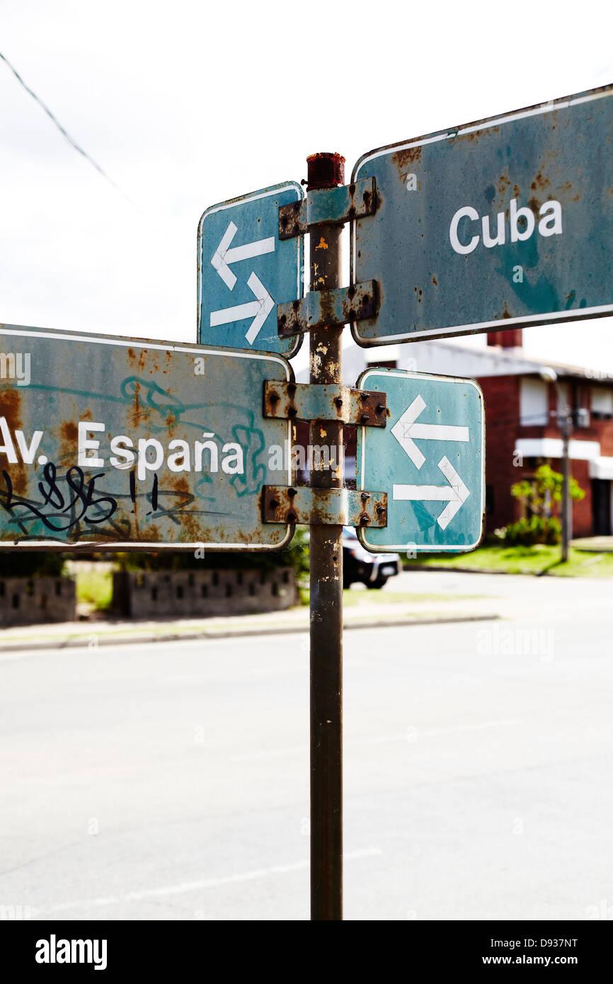 La signalisation routière sur la rue à Punta del Este, Maldonado, Uruguay Banque D'Images
