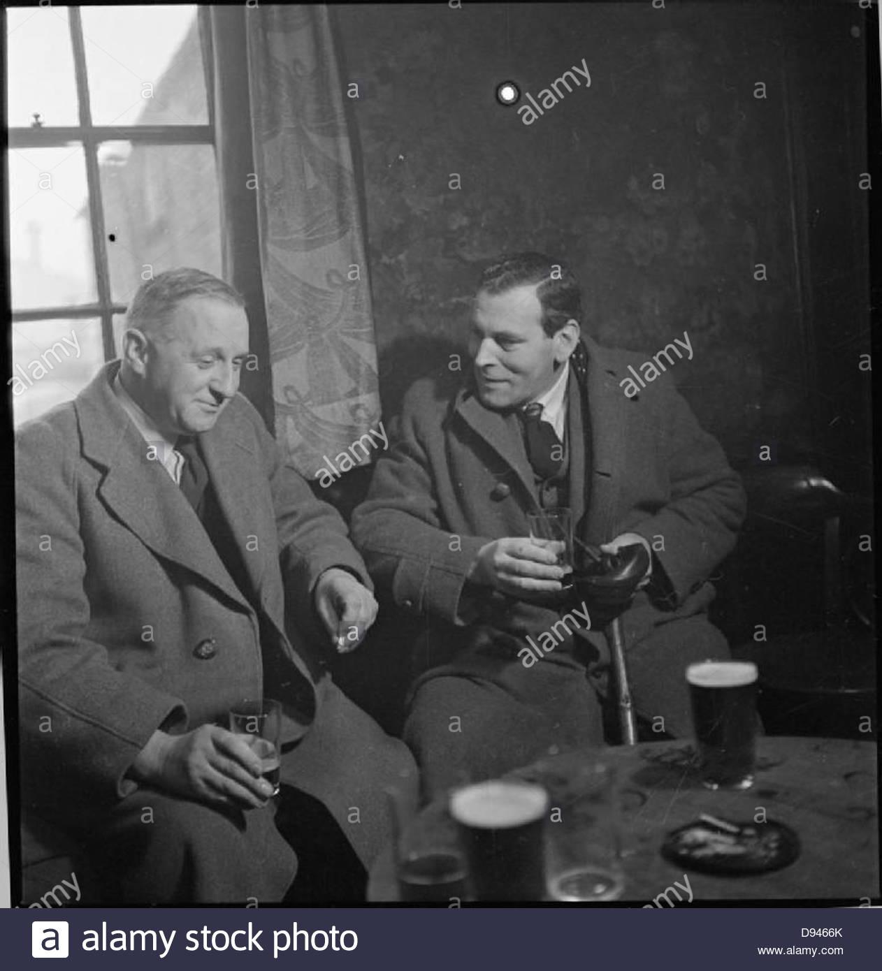 Pub de guerre- la vie quotidienne au Wynnstay Arms, Ruabon, Denbighshire, Wales, UK, 1944 D18485 Photo Stock