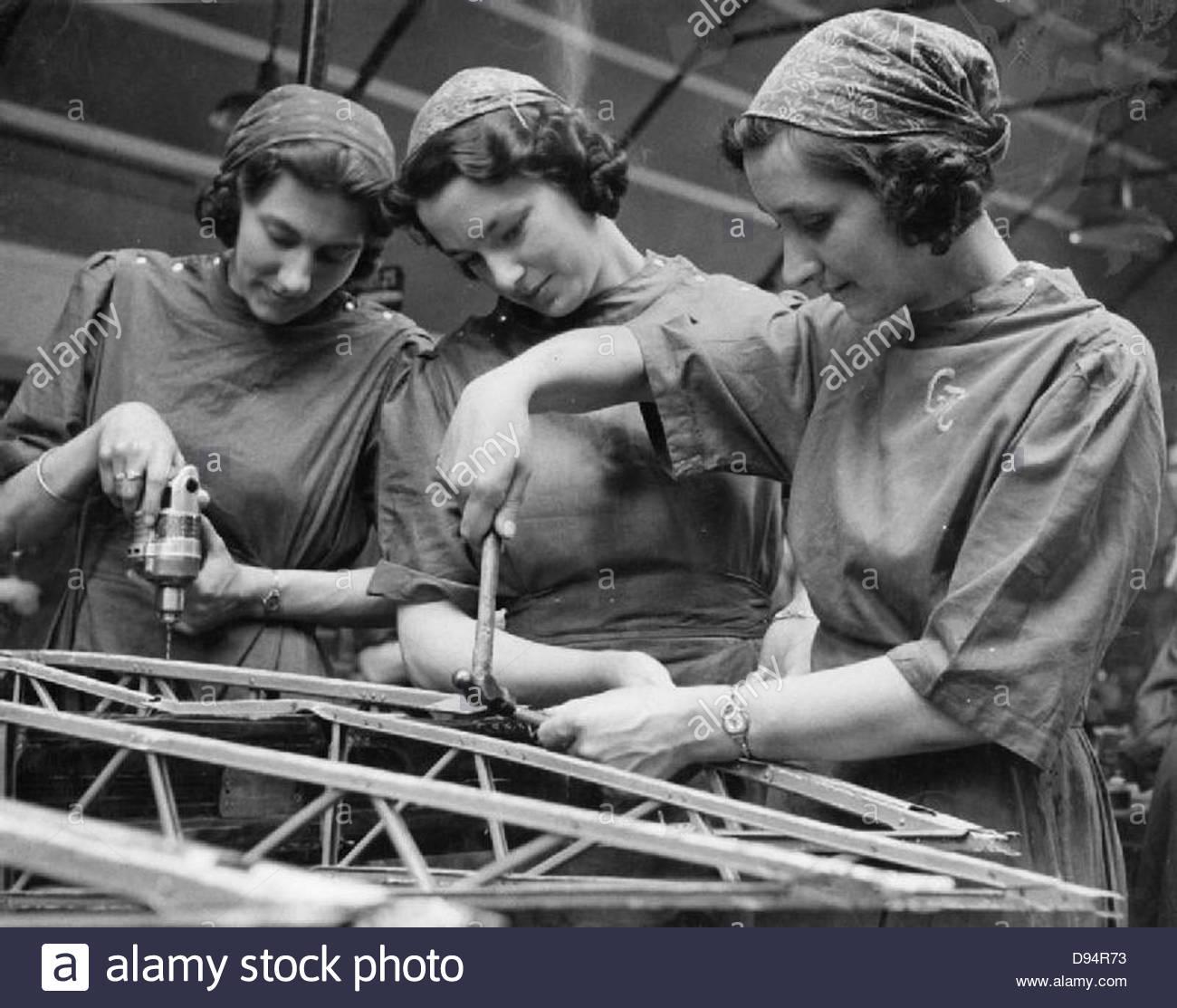 Usine de femmes le travail de guerre au centre de formation de Slough, Angleterre, Royaume-Uni, 1941, D3627 Photo Stock