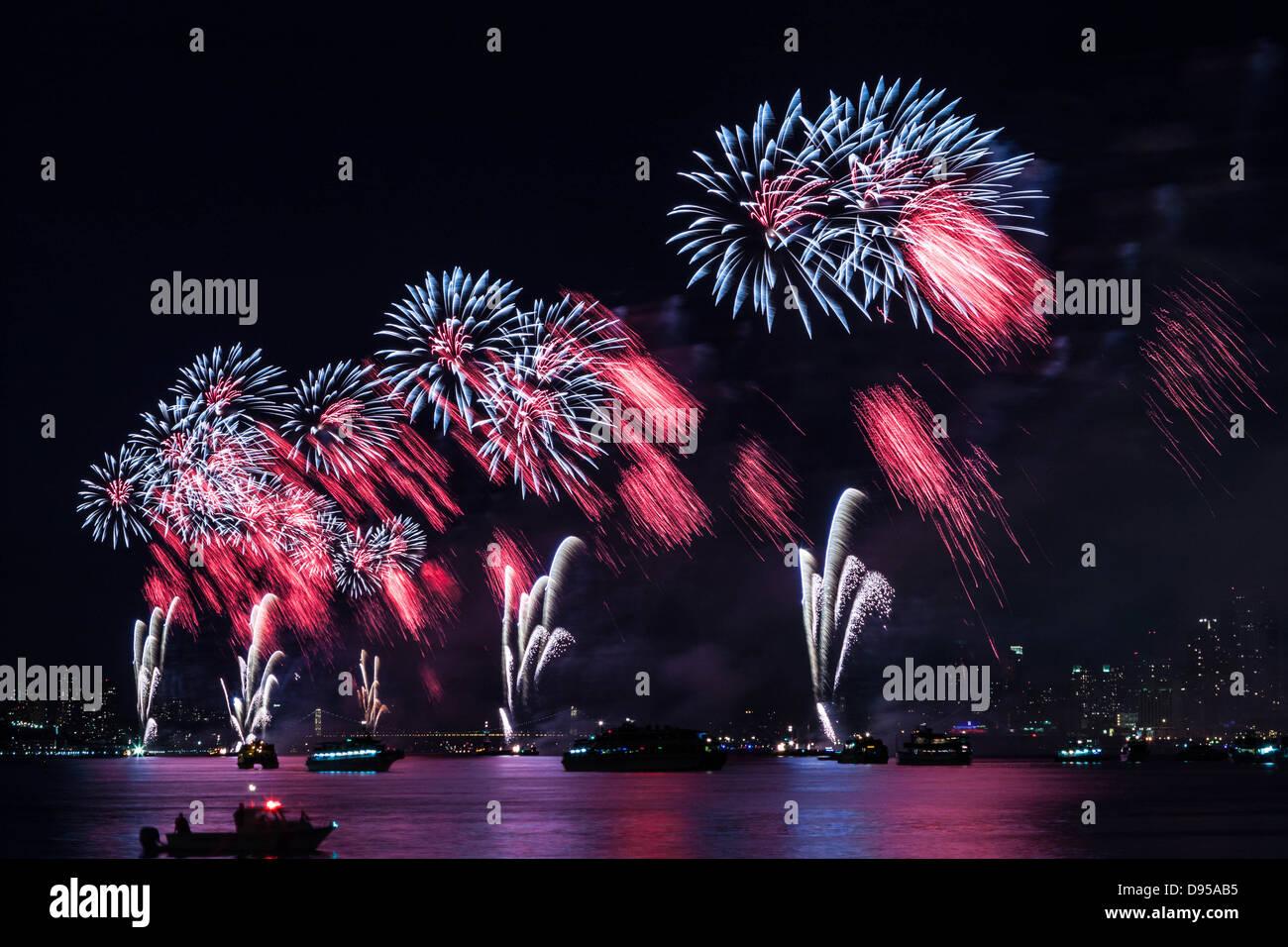 Macy's 4 juillet feu d'artifice sur la Rivière Hudson Banque D'Images