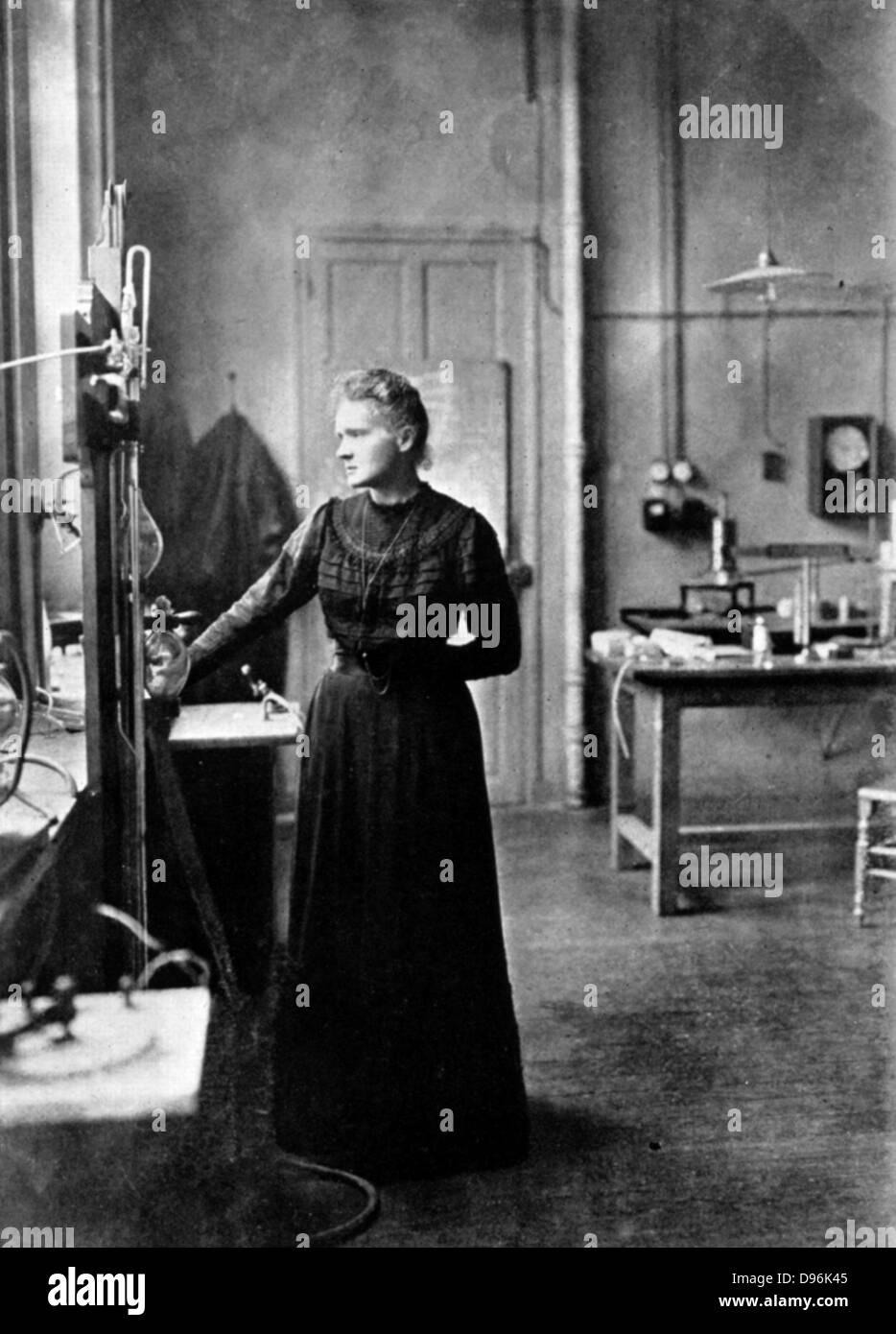 Marie Curie (1867-1934) Physicien français d'origine polonaise dans son laboratoire, 1912, l'année Photo Stock