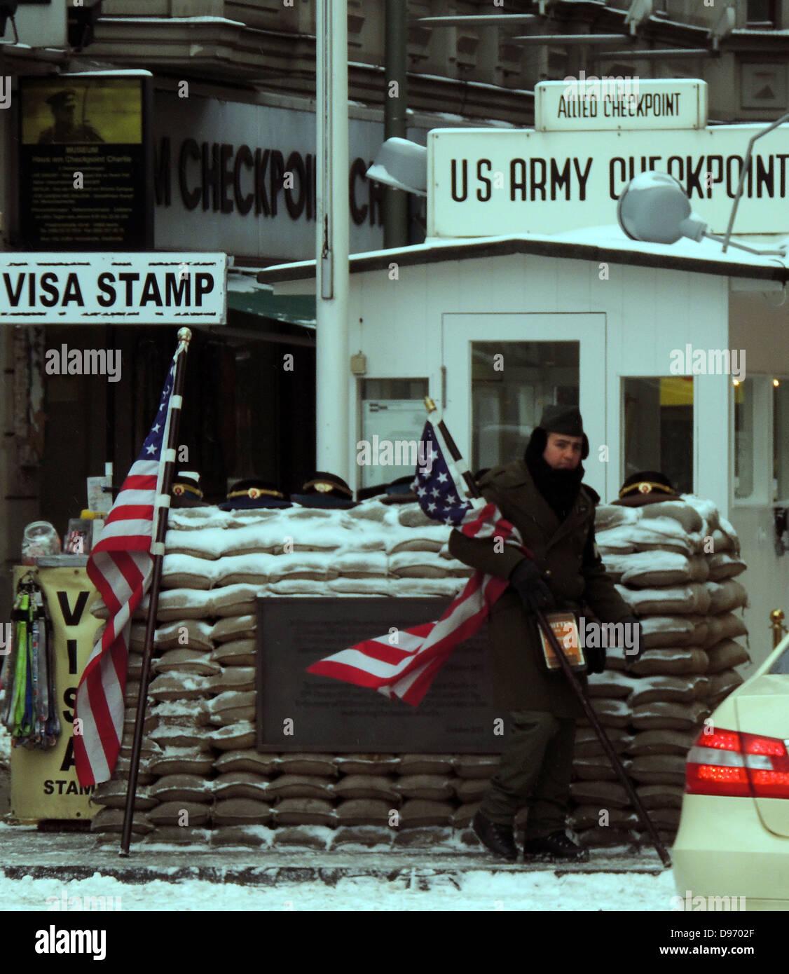 Le Checkpoint Charlie. Checkpoint Charlie était le nom donné par les alliés occidentaux de la plus Photo Stock