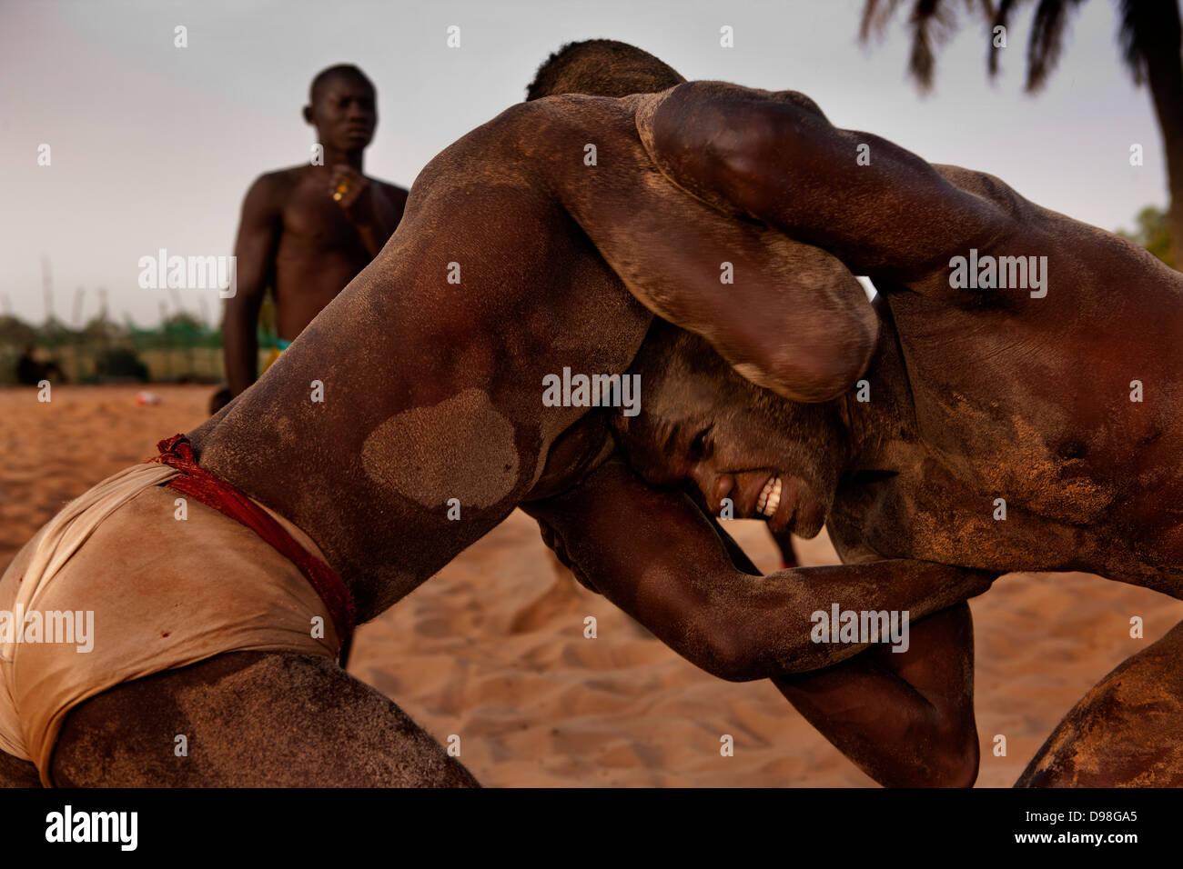 La lutte traditionnelle sénégalaise, Dionewar Sénégal Photo Stock