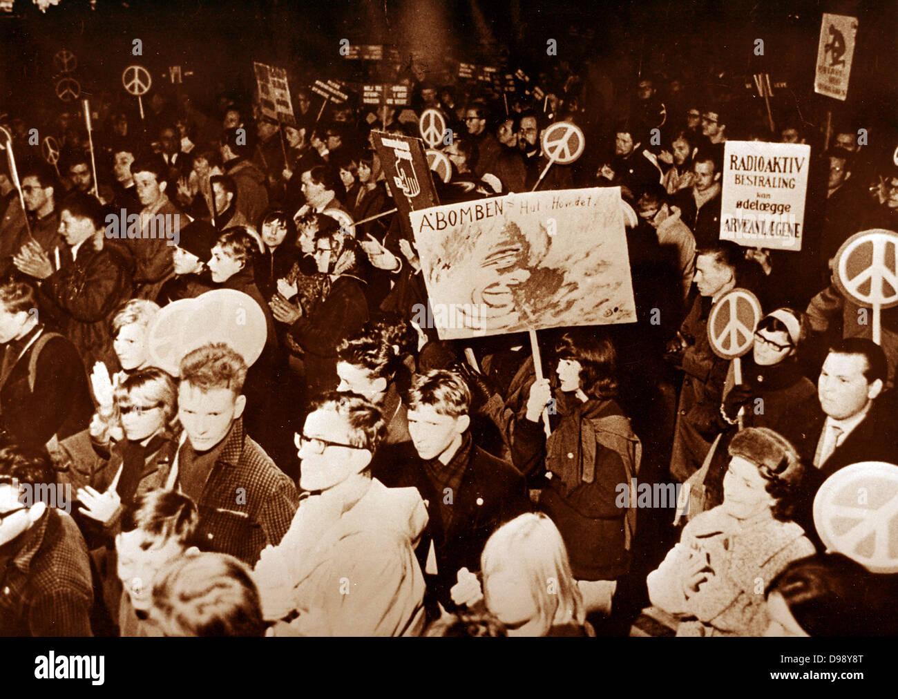 Manifestation anti-nucléaire en France pendant les années 1960 Photo Stock