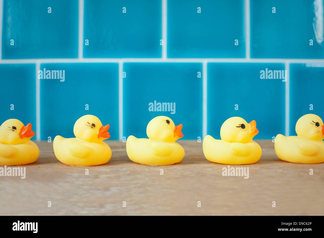 Canards en caoutchouc dans une rangée Photo Stock