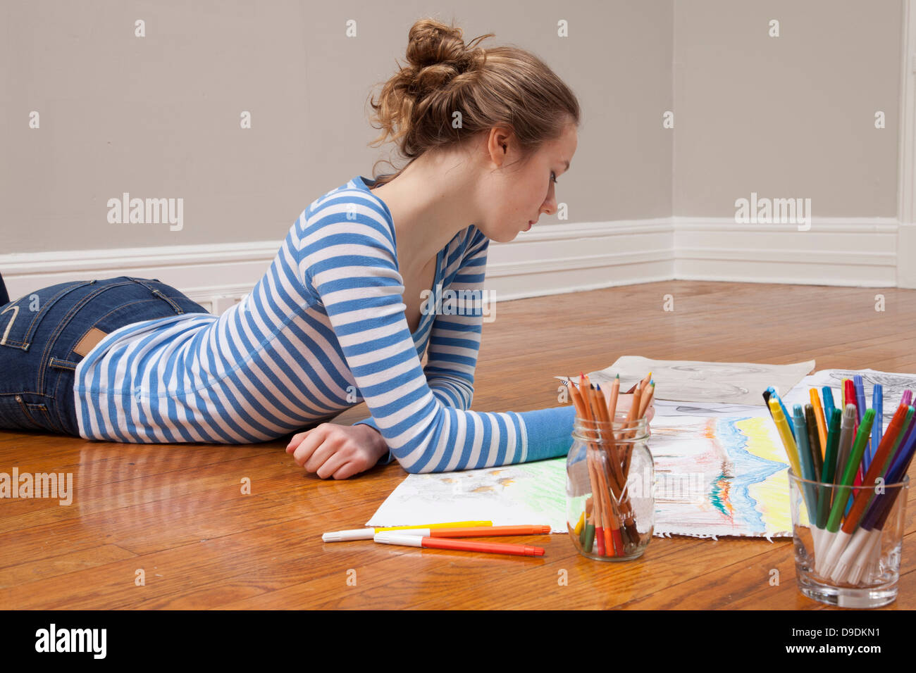 Girl lying on floor dimensions photo Photo Stock