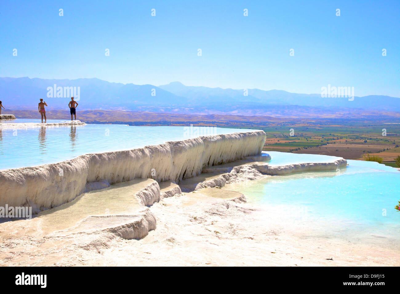 Des terrasses en travertin blanc à Pamukkale, Site du patrimoine mondial de l'Anatolie, Turquie, mineur, Photo Stock