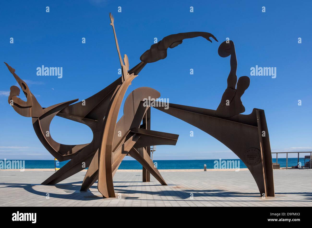 Athletic sculpture de métal par Alfredo Lanz sur la promenade à Barceloneta, Barcelone, Catalogne, Espagne Photo Stock