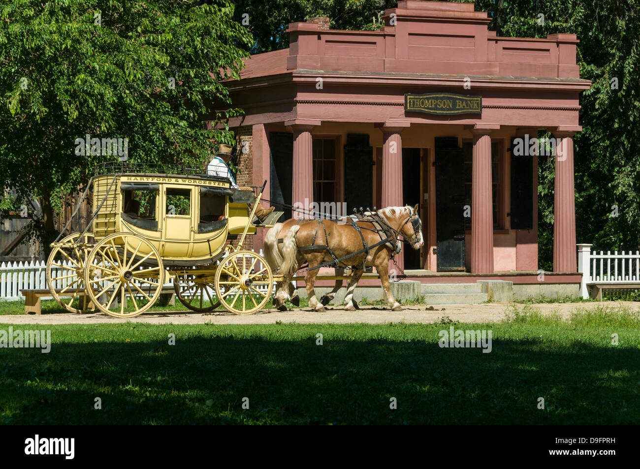Stagecoach tiré par des chevaux à Old Sturbridge Village, un musée retraçant la vie de la Nouvelle Photo Stock