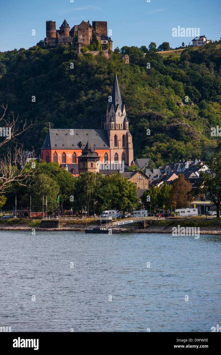Château au-dessus du village de Stahleck Bacharach dans la vallée du Rhin, Rhénanie-Palatinat, Allemagne Photo Stock