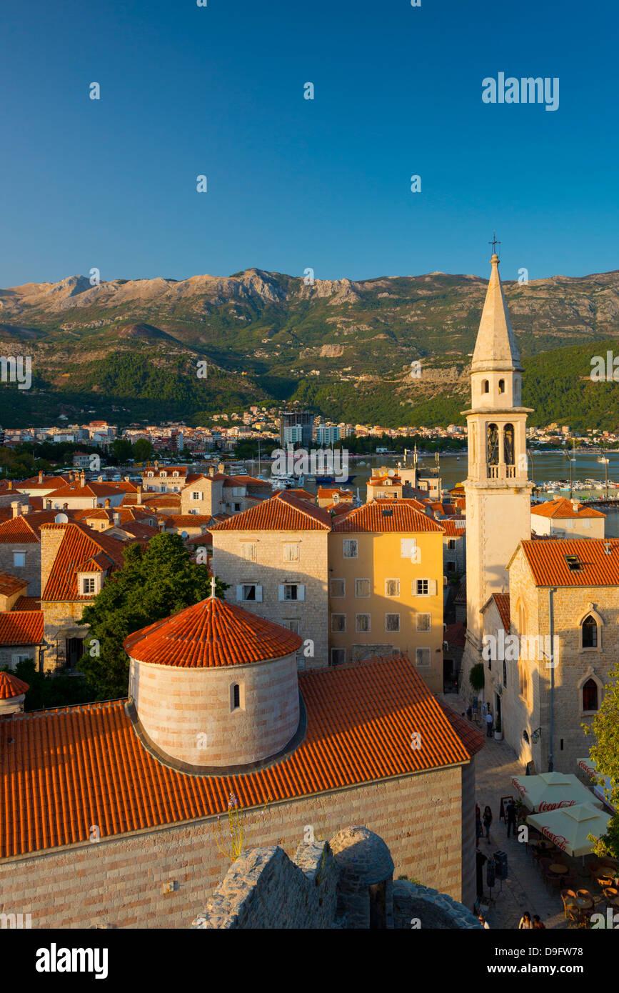 Église de la Sainte Trinité, à gauche, et Sveti Ivan (Église de Saint John), vieille ville (Stari Photo Stock