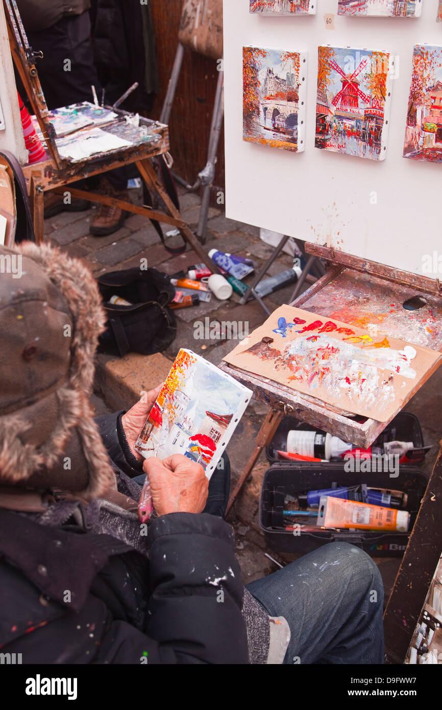 Un artiste de rue à l'œuvre dans la célèbre Place du Tertre à Montmartre, Paris, France Photo Stock