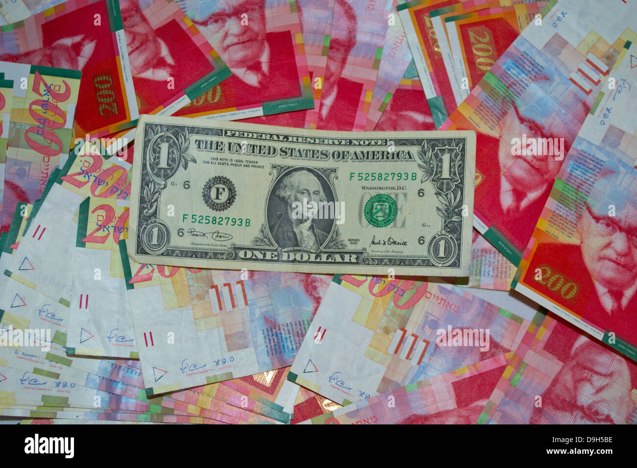 Un dollar sur Nouveau shekel israélien 200 Photo Stock