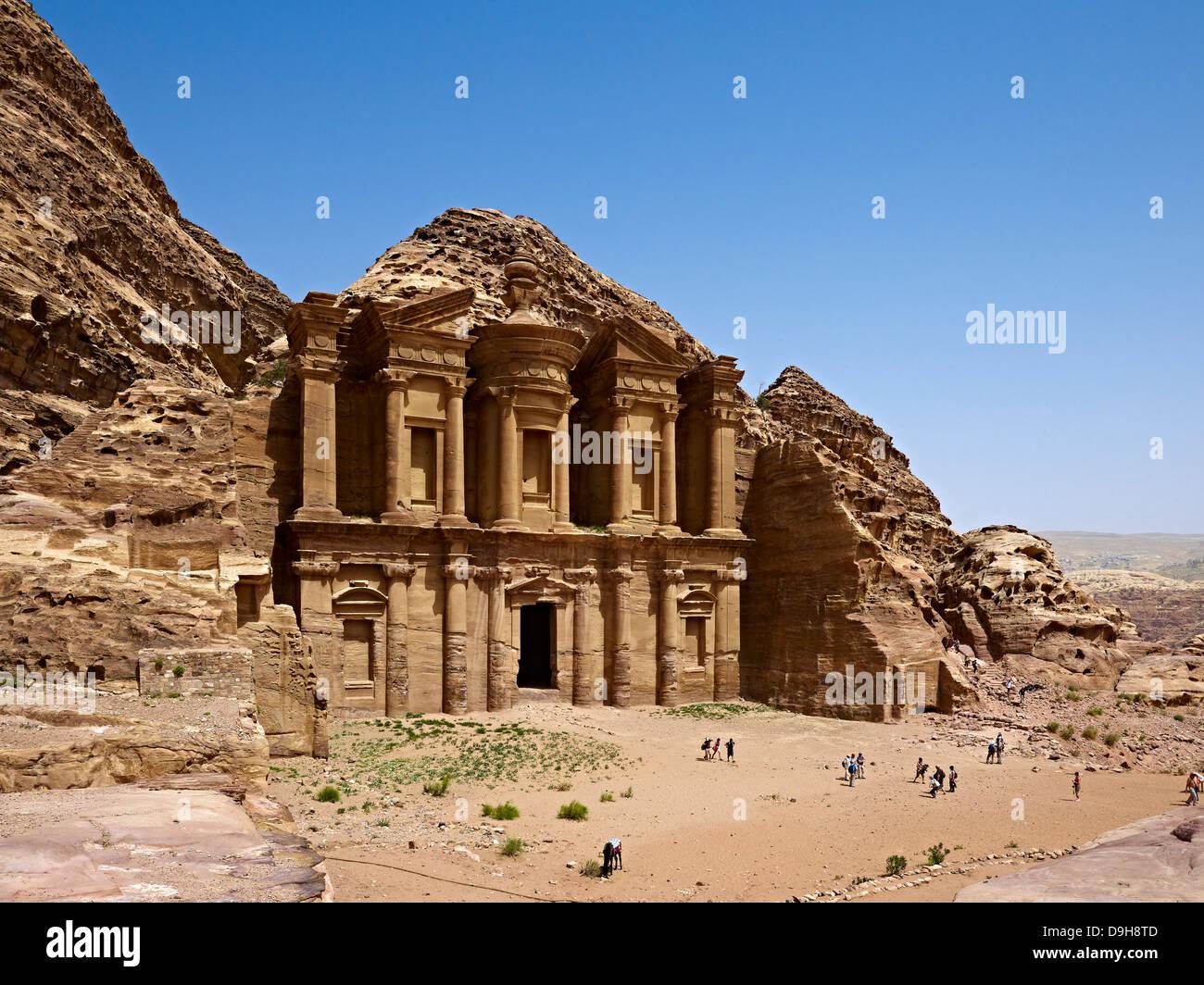 Rock ad-grave Deir ou monastère à Petra, Jordanie, Moyen-Orient Photo Stock