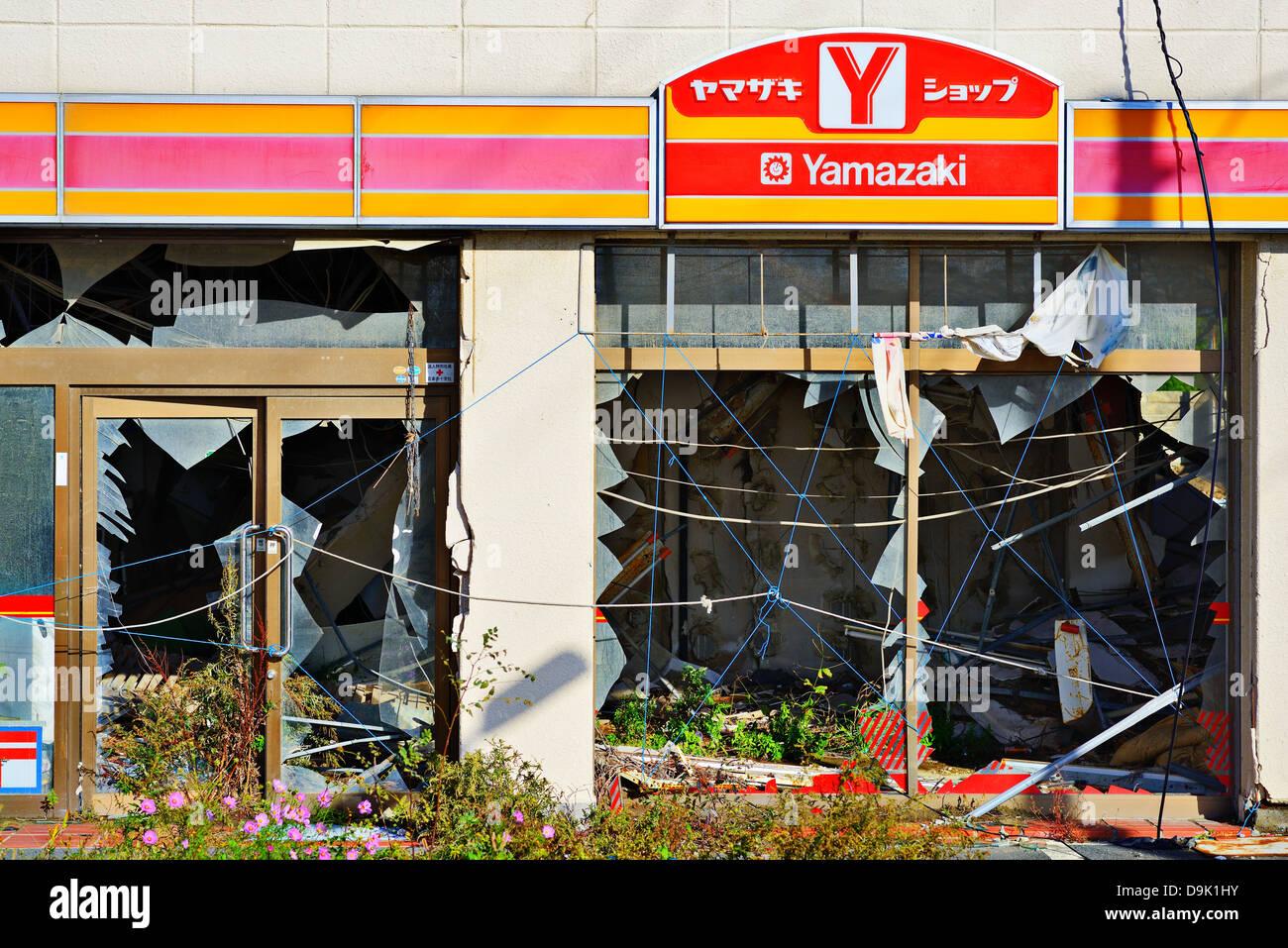Yamazaki dépanneur détruits par le tremblement de terre de Tohoku et le tsunami. Photo Stock
