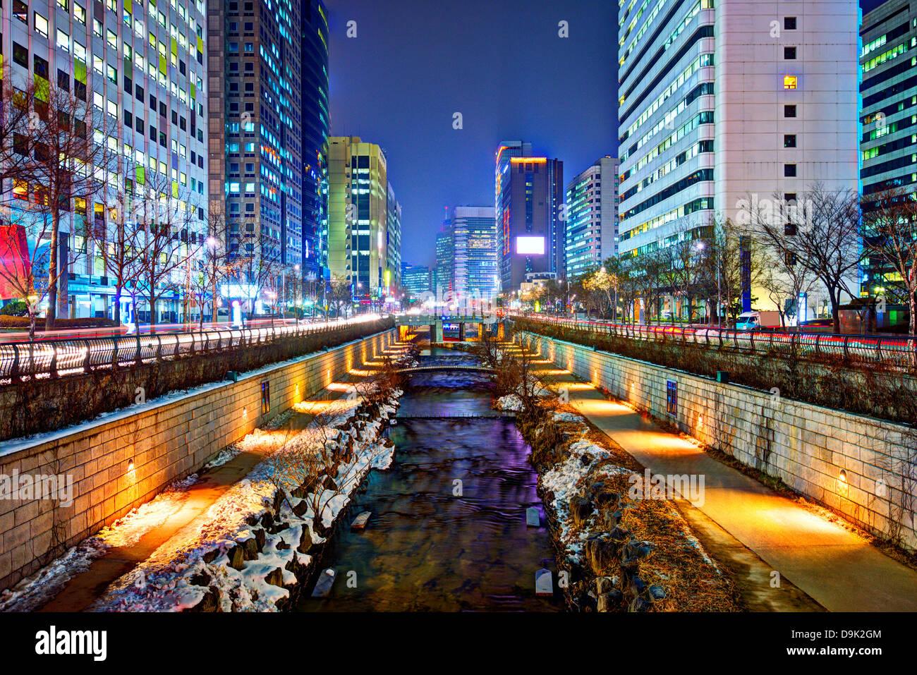 Cheonggyecheon Stream à Séoul, Corée du Sud est le résultat d'un vaste projet de renouvellement Photo Stock