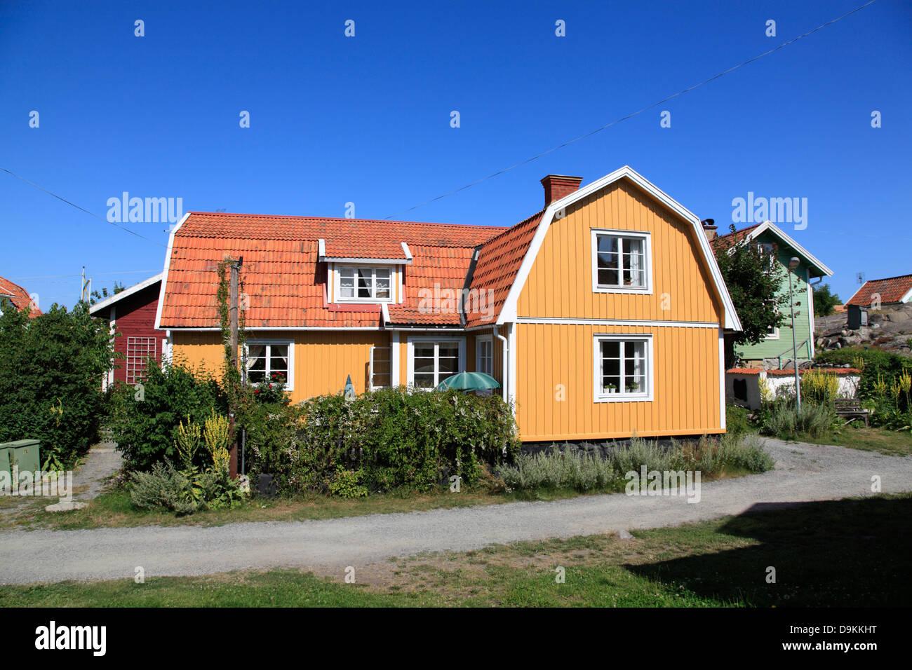 L'île de Landsort (Oeja), les maisons en bois, typiques de l'archipel de Stockholm, côte de la Photo Stock