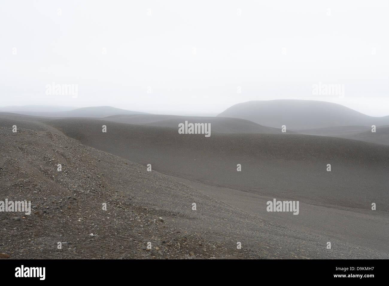 Misty Hills gris en paysage vide Photo Stock