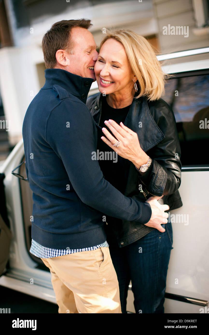 L'homme et la femme heureux de rencontrer à nouveau Photo Stock