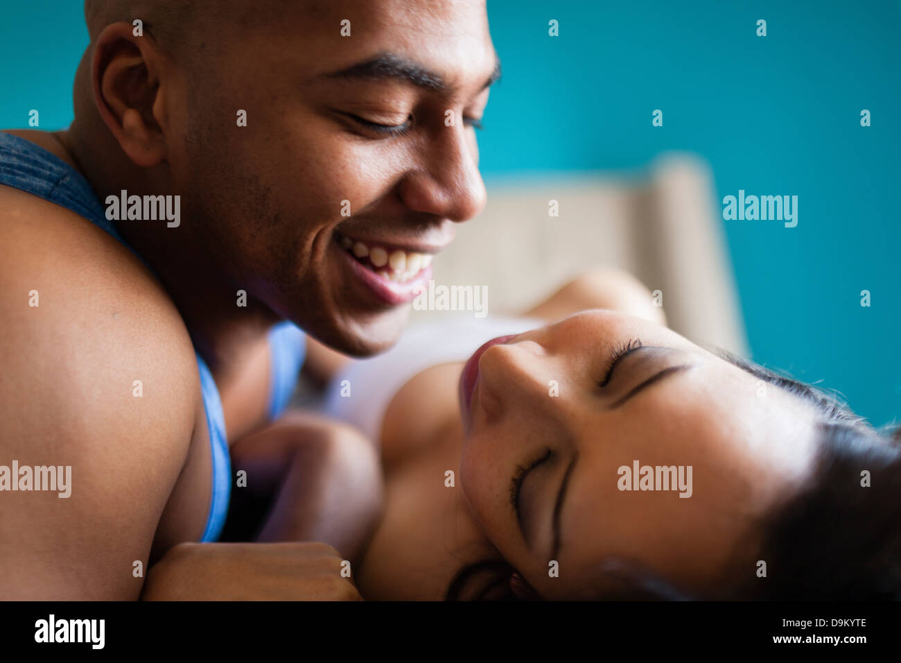 Young couple relaxing on bed Photo Stock