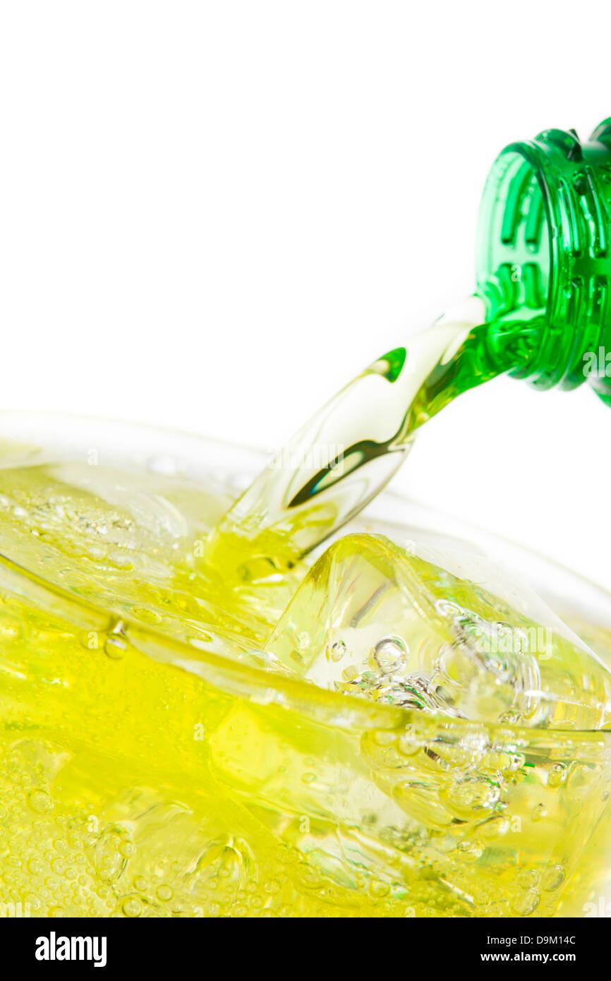L'énergie verte Verre de soude dans un contexte Photo Stock