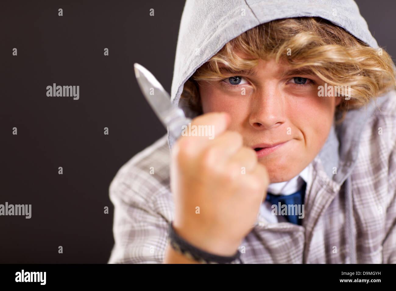 Adolescents violents boy holding un couteau Photo Stock