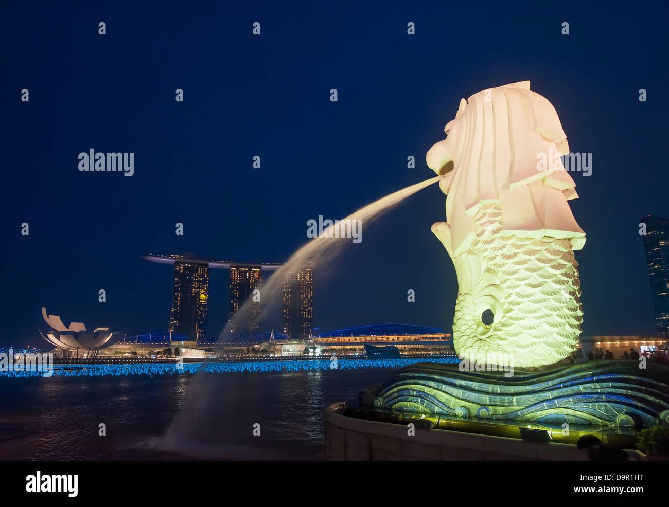 Statue du Merlion et Marina Bay Sands Hotel, Singapore Banque D'Images