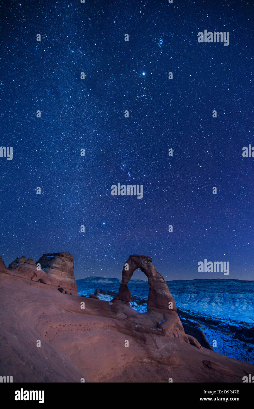 Le ciel nocturne plus Delicate Arch, Arches National Park, Utah, USA Photo Stock