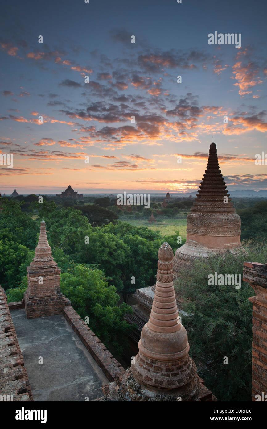 Les Temples de Bagan à l'aube, le Myanmar (Birmanie) Photo Stock