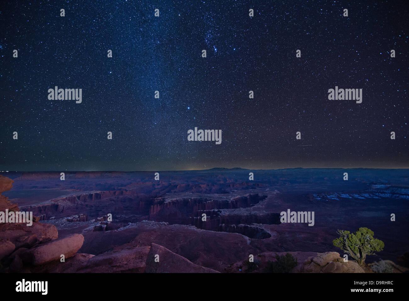 Le ciel nocturne au-dessus de l'île de Canyonlands dans le ciel, de l'Utah. USA Photo Stock