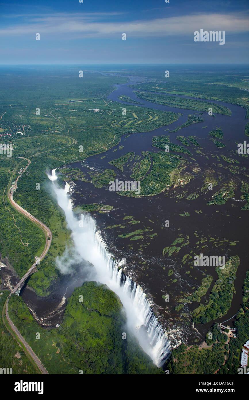 "Victoria Falls ou 'Mosi-oa-Tunya"" (La fumée qui tonne), et Zambèze, Zambie Zimbabwe / Afrique Photo Stock"