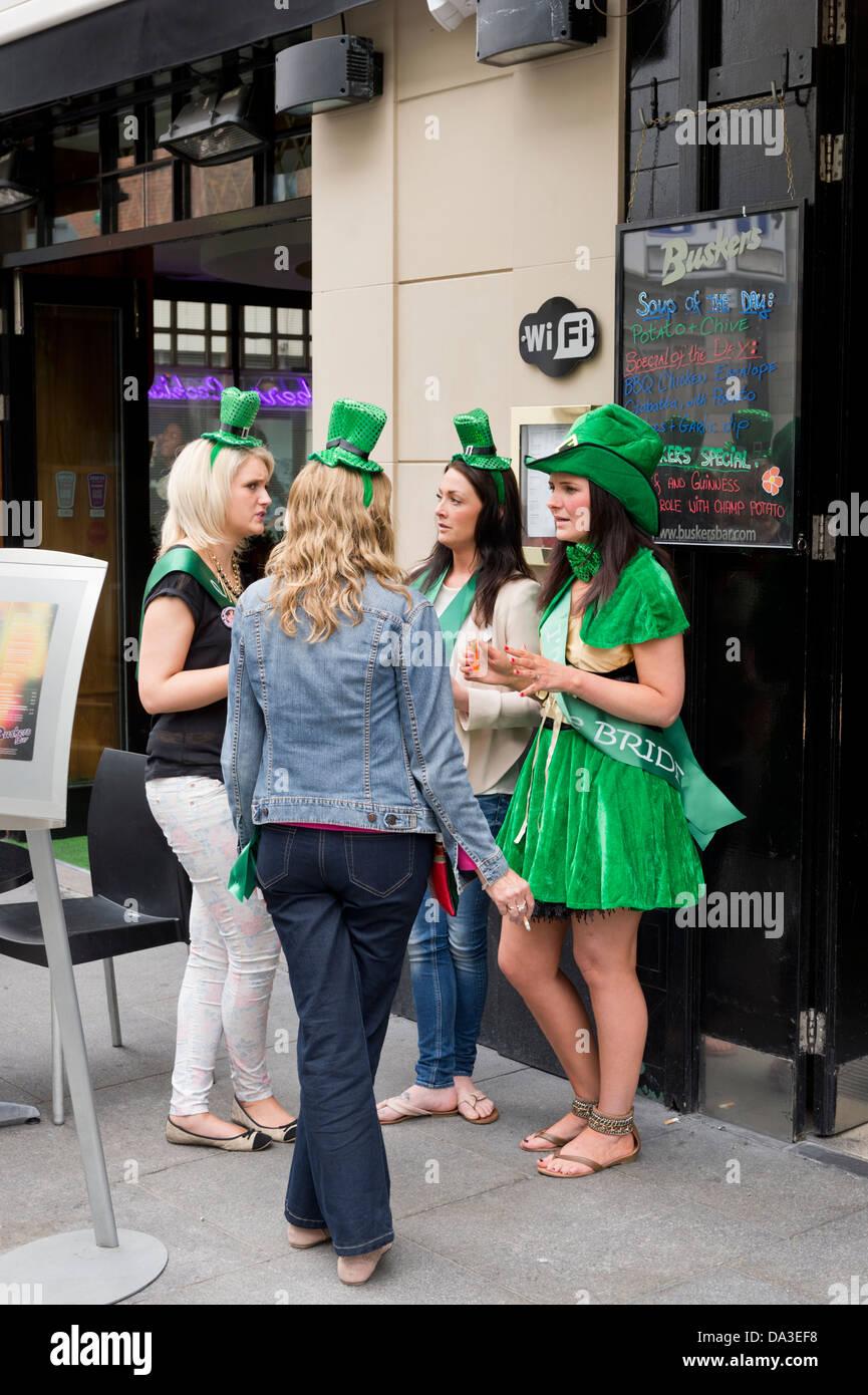 En dehors de la scène d'un pub du centre-ville, Dublin, République d'Irlande. Photo Stock