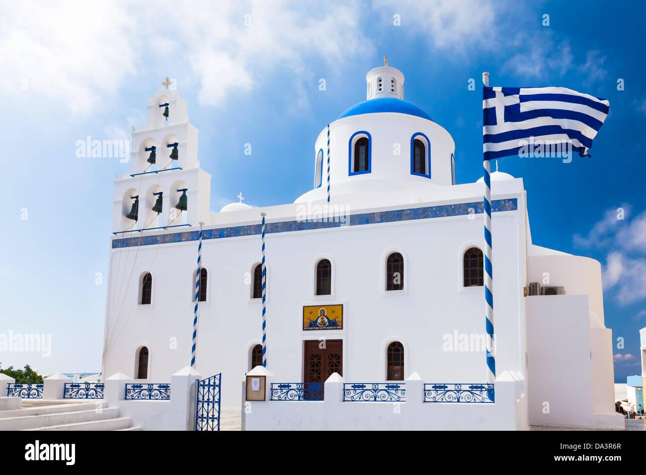 Eglise grecque orthodoxe dans la ville de Oia Santorini Grèce Europe Photo Stock