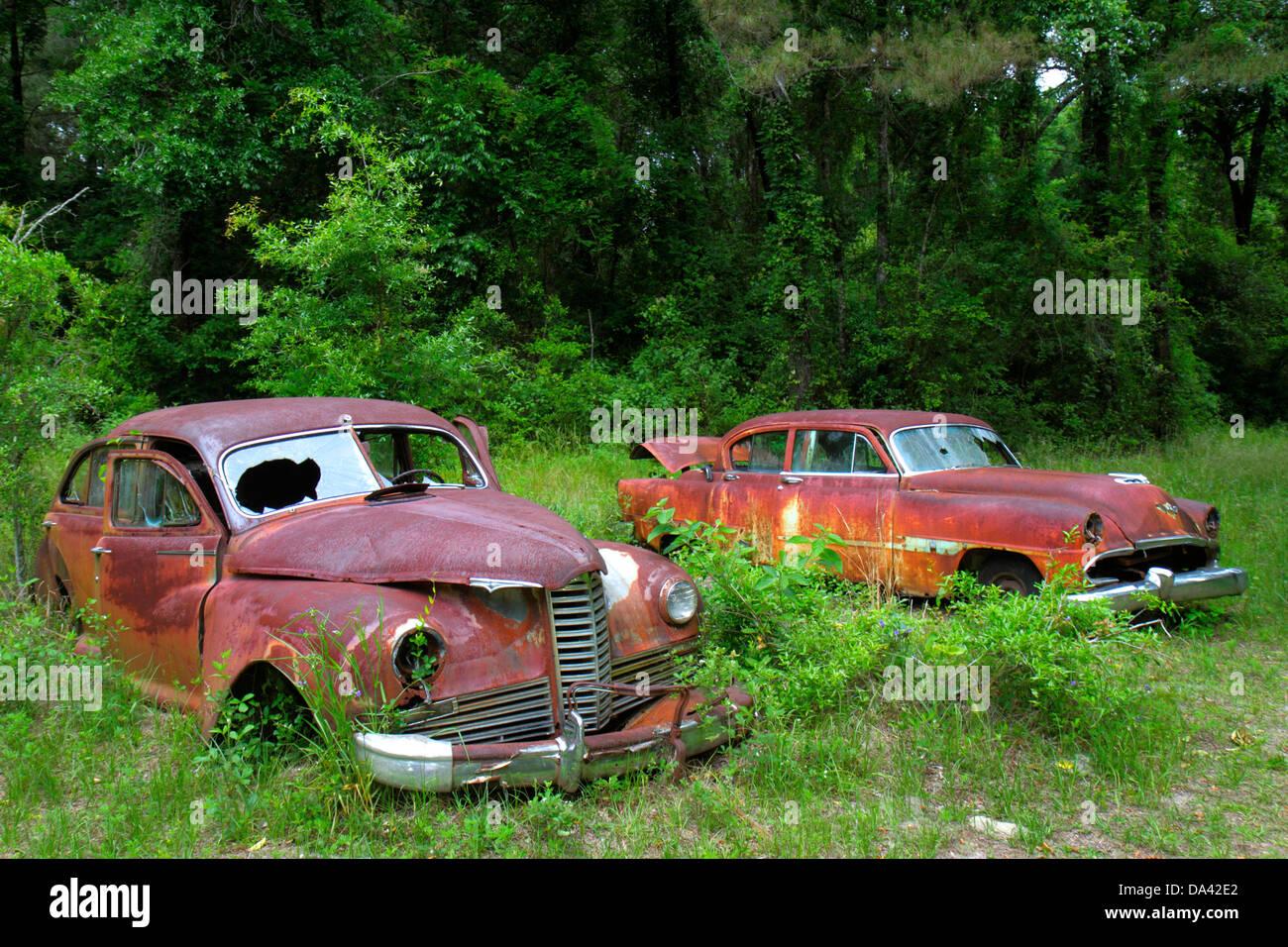 Floride Crawfordville voitures anciennes véhicules automobiles rouillées Photo Stock