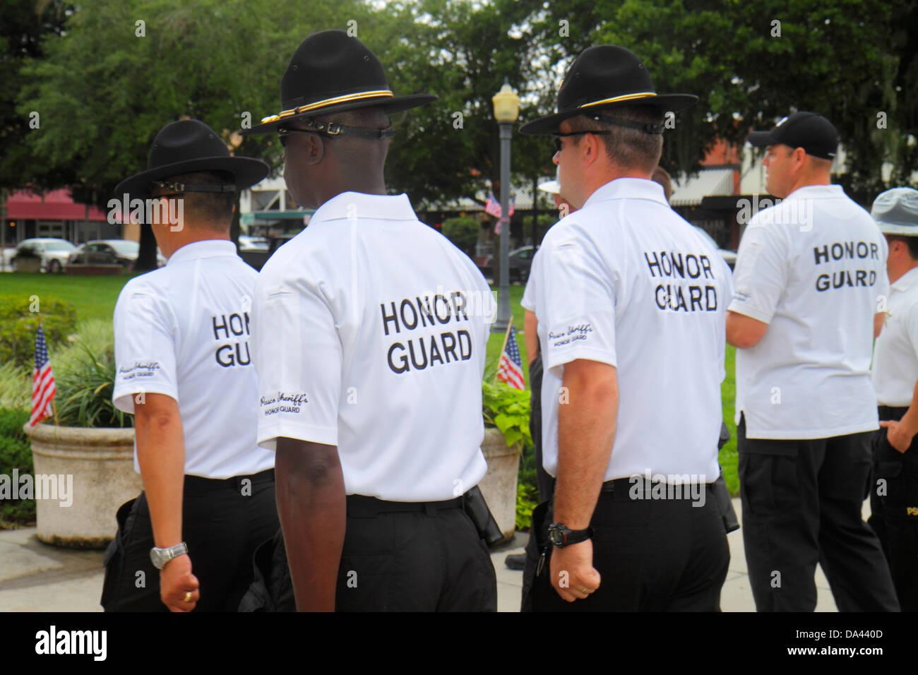Brooksville Florida Hernando County Courthouse pratiquant les gardes d'honneur de l'homme noir Photo Stock