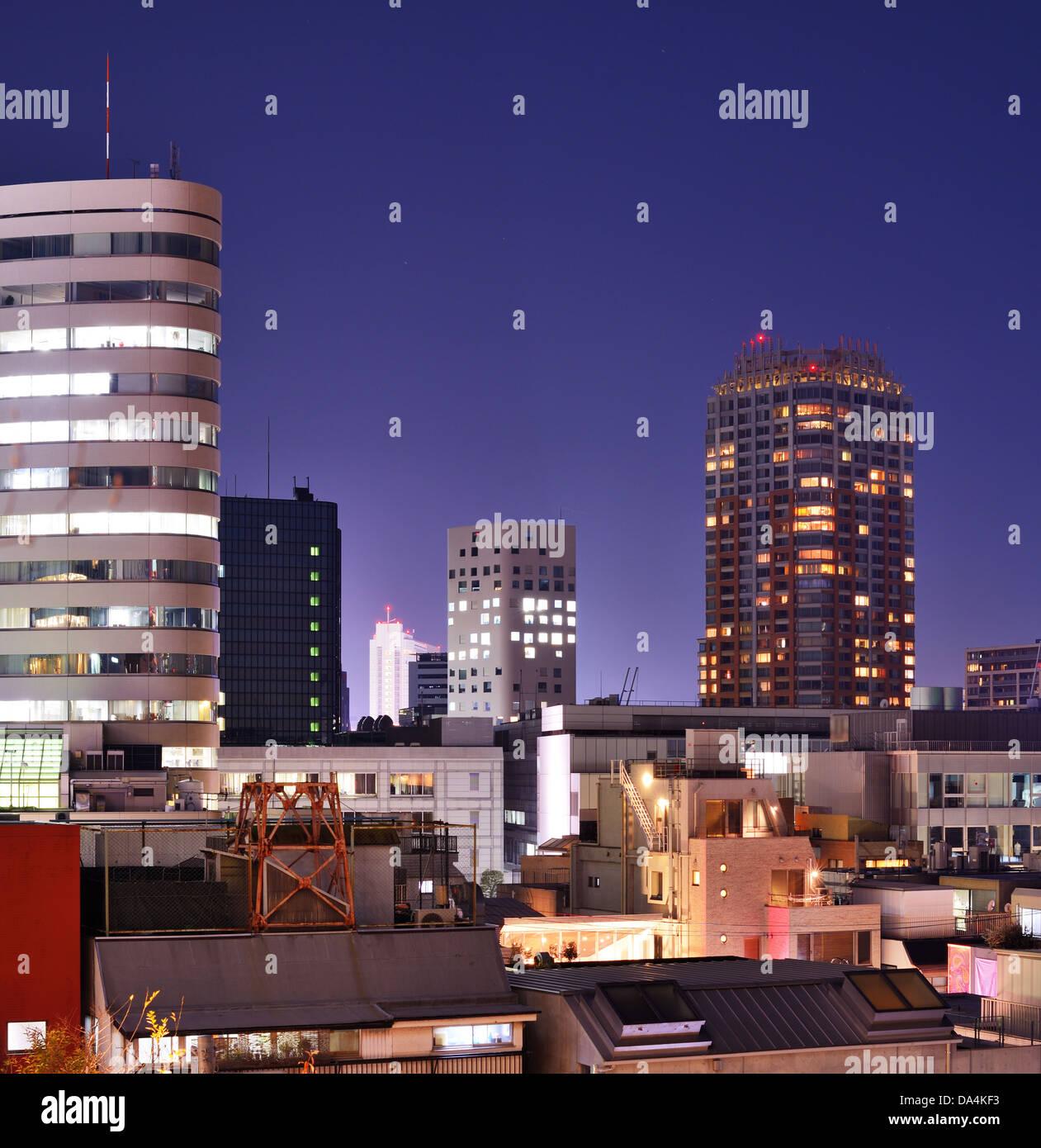 Cityscape in Ebisu district de Tokyo, Japon la nuit. Photo Stock